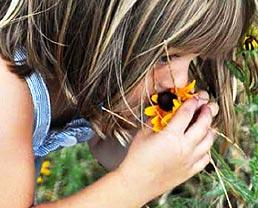 little-girl-with-flower